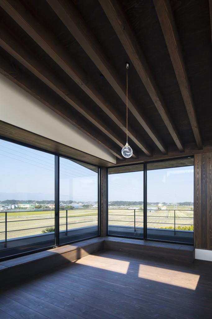 三重県鈴鹿市 建築家との家づくり 梁現しの天井 見晴らしの良い二階リビング