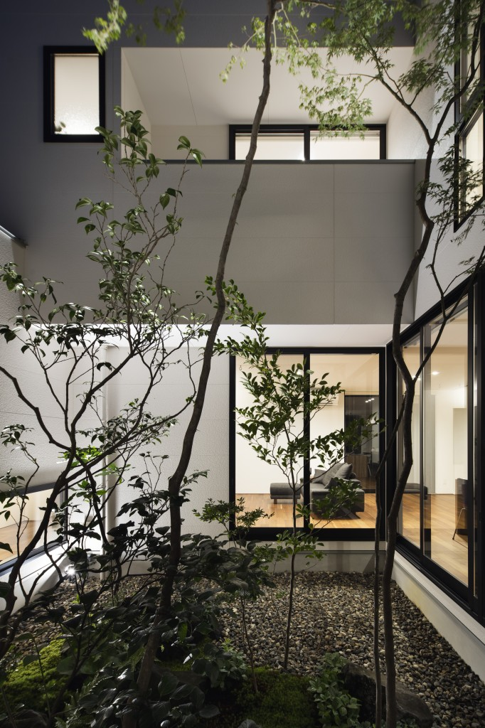三重郡菰野町 建築家の家 中庭の家 シンボルツリー