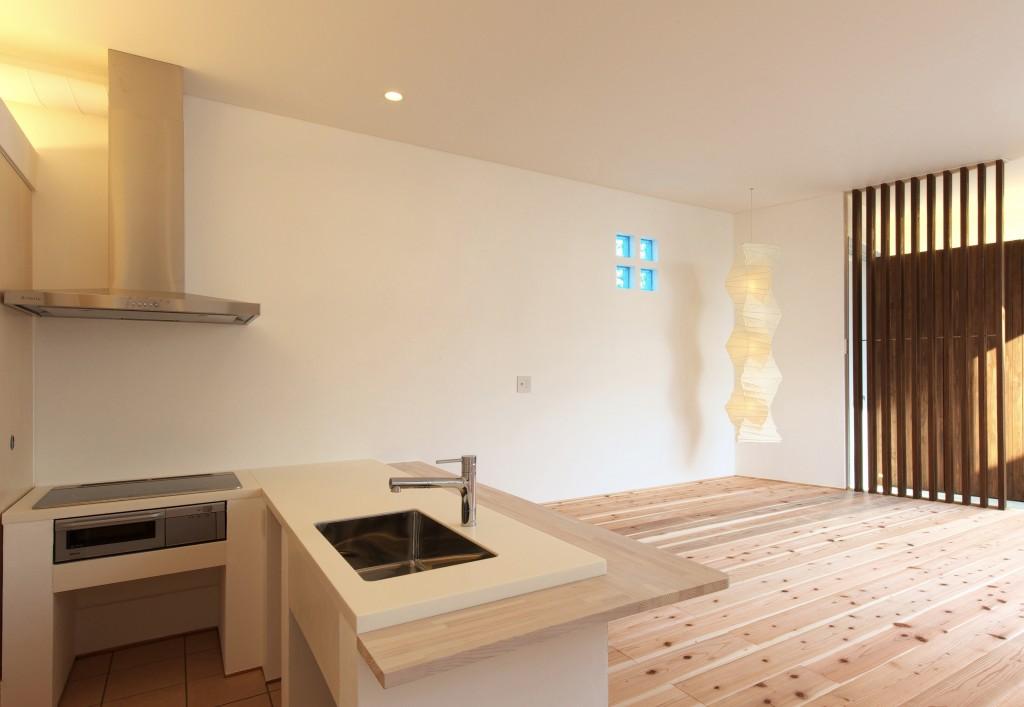 三重県 建築家 家づくり こだわりのキッチン 造作L型 キッチン ナチュラル 杉の無垢床とよく合います
