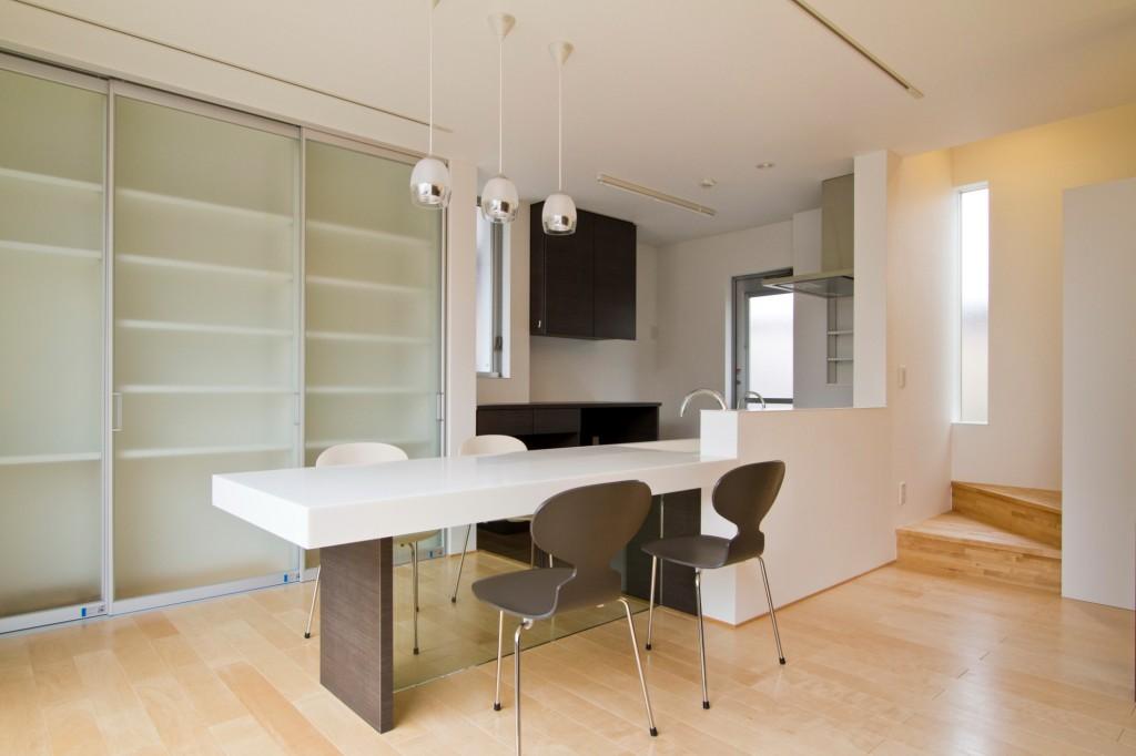 キッチンに対して横置き 家事動線がスムーズ 大人数でも作業ができる