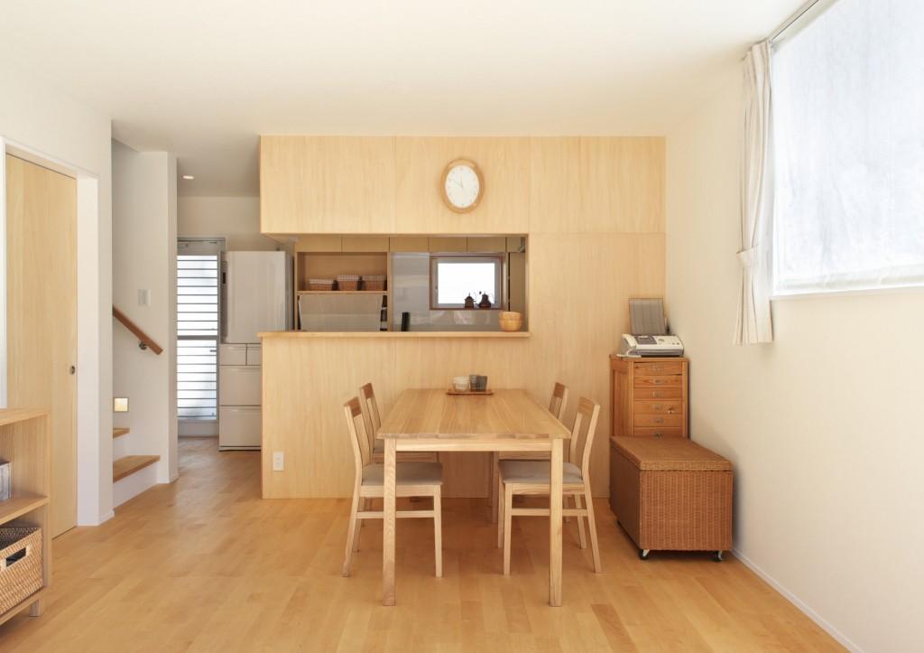 ダイニングテーブル対面置き キッチン側が隠れる 横並びに比べてコンパクトなスペースで造れる