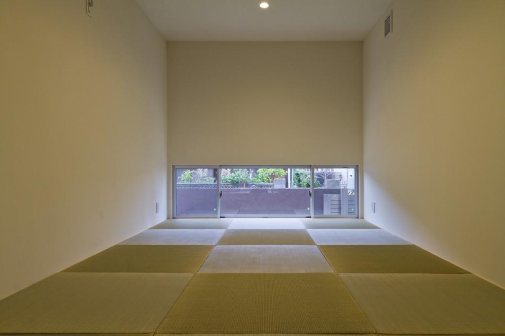シンプル、モダンな和室 縁のない半畳の畳 畳以外の和のテイストを入れずすっきりと