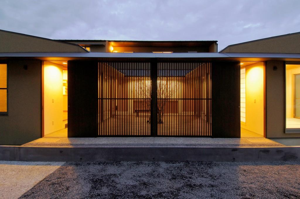 三重県鈴鹿市 建築家との家づくり 二世帯住宅 中庭の家 格子のある家 和モダンな家