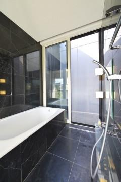 安八の家 浴室