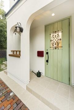 おうちカフェ、ナチュラルハウス、三重県津市、シャビーシックなグリーンの玄関ドア