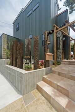 ネコと暮らす中庭のある家、三重県津市、ガルマニウムの外観