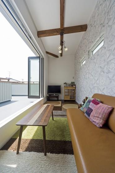 ネコと暮らす中庭のある家、三重県津市、開放感あるテラスハウス