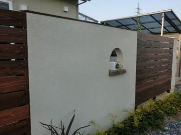 アール小窓の設置 ピコガーデン ジョリパット エコロアールウッド