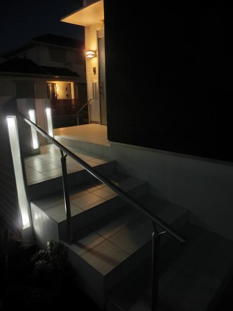 夜のエクステリア