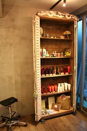 アンティークな商品棚
