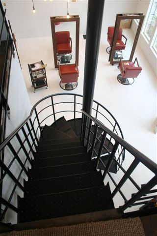吹き抜けからの螺旋階段