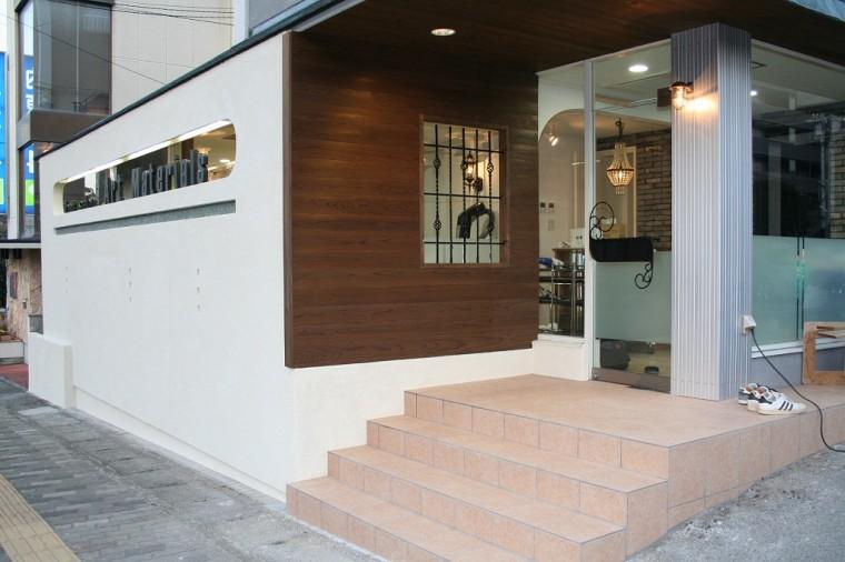 美容室 アートマテリアルズ 木製壁 塗り壁