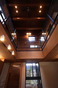 吹き抜け 2階 窓 月桂の家 建築家 梶浦 博昭