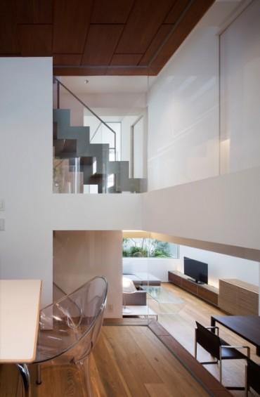 三重県 建築家と建てる 立て込んだ家の階段
