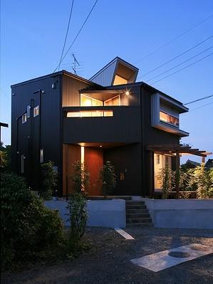 夜 外観 五層の家 建築家 梶浦 博昭