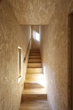 手すり、階段、光、間接照明、合板、窓、健康住宅、暖かい家、注文住宅、無垢
