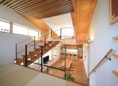 リビング 階段 テレビ 吹き抜け テーブル 机 椅子 五層の家 建築家 梶浦 博昭