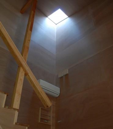 自然 照明 階段 エアコン 木 ナチュラル シンプル 住宅 house K 建築家 竹中 アシュ