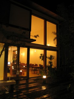 外観 夜 明かり 木 ナチュラル 旅館 建築家 竹中 アシュ 自然