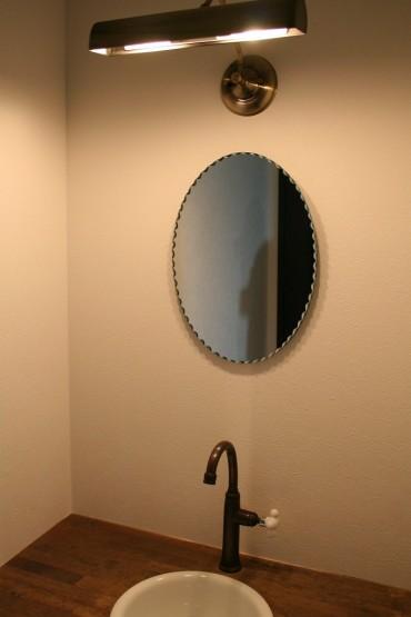洗面化粧台 鏡 洗面器 オーバル 塗り壁 建築家