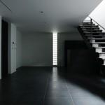 階段 黒床 シンプル 鉄骨階段
