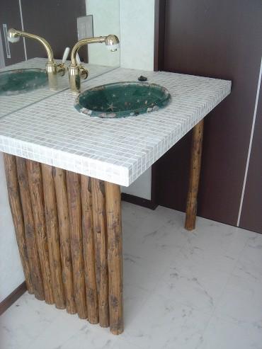 モザイクタイルの洗面化粧台