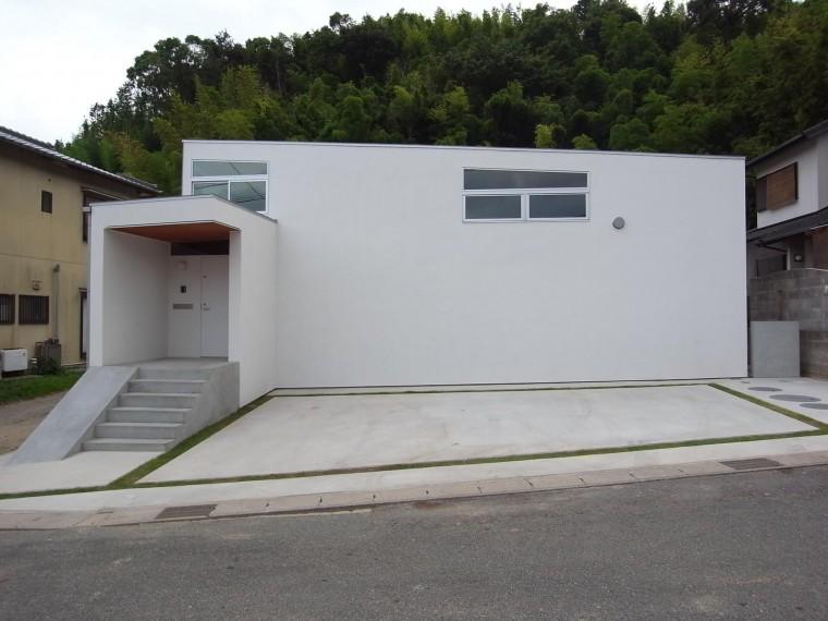 白い外壁の家、シンプルモダン、スッキリデザイン、建築家