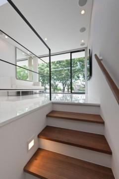 ケローナ通りの家 階段